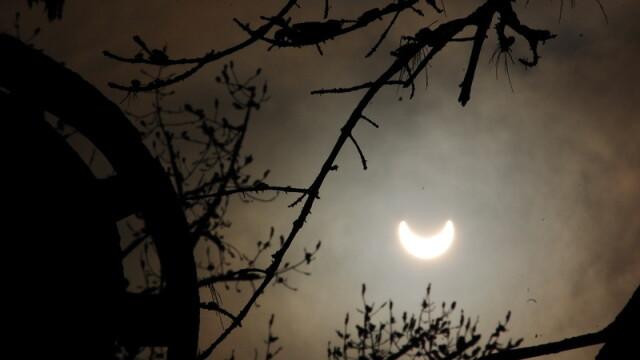 Prima eclipsa partiala de soare din 2011 a durat trei ore. VIDEO si FOTO! - Imaginea 11