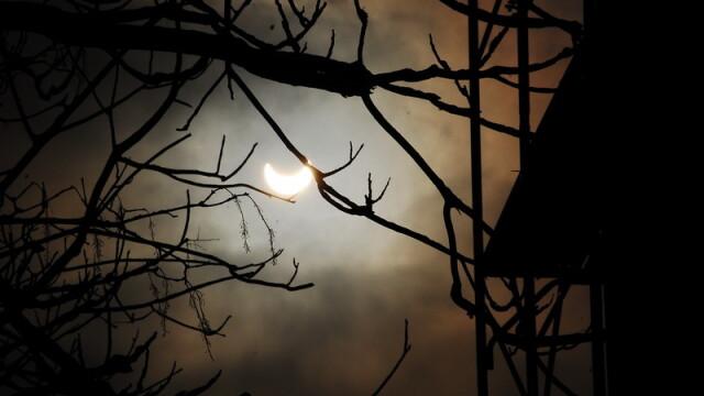 Prima eclipsa partiala de soare din 2011 a durat trei ore. VIDEO si FOTO! - Imaginea 17