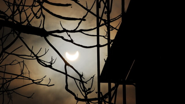Prima eclipsa partiala de soare din 2011 a durat trei ore. VIDEO si FOTO! - Imaginea 18