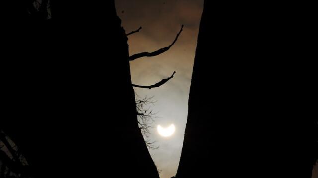 Prima eclipsa partiala de soare din 2011 a durat trei ore. VIDEO si FOTO! - Imaginea 21