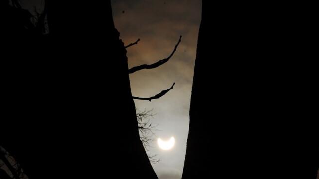 Prima eclipsa partiala de soare din 2011 a durat trei ore. VIDEO si FOTO! - Imaginea 22