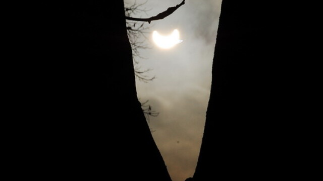 Prima eclipsa partiala de soare din 2011 a durat trei ore. VIDEO si FOTO! - Imaginea 24
