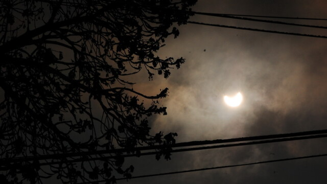 Prima eclipsa partiala de soare din 2011 a durat trei ore. VIDEO si FOTO! - Imaginea 28
