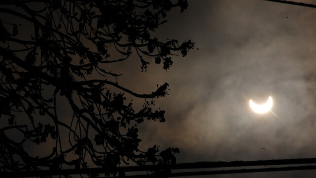 Prima eclipsa partiala de soare din 2011 a durat trei ore. VIDEO si FOTO! - Imaginea 29