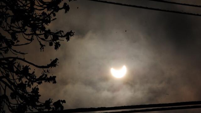 Prima eclipsa partiala de soare din 2011 a durat trei ore. VIDEO si FOTO! - Imaginea 30