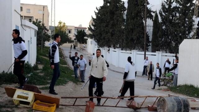 Stare de urgenta in Tunisia. Jafuri in serie si violente stradale. FOTO - Imaginea 3