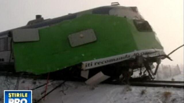 Autobuz rupt in doua de tren. Miraculos, pasagerii au scapat cu viata - Imaginea 1
