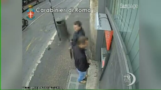 Doi romani, arestati la Roma pentru clonarea unor carduri bancare. Cum au fost prinsi de politisti