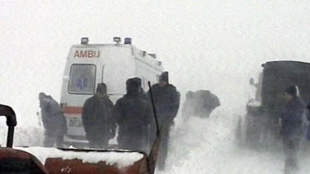 Corespondentul Robert Elekes, la Mihailesti: Sute de oameni blocati pe sosele