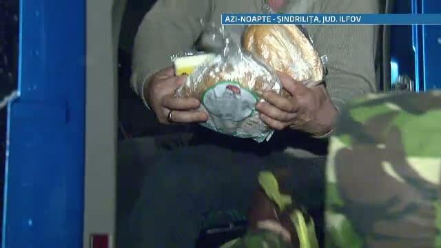 Alex Dima si George Vintila au impartit alimente oamenilor blocati de 40 de ore in nameti