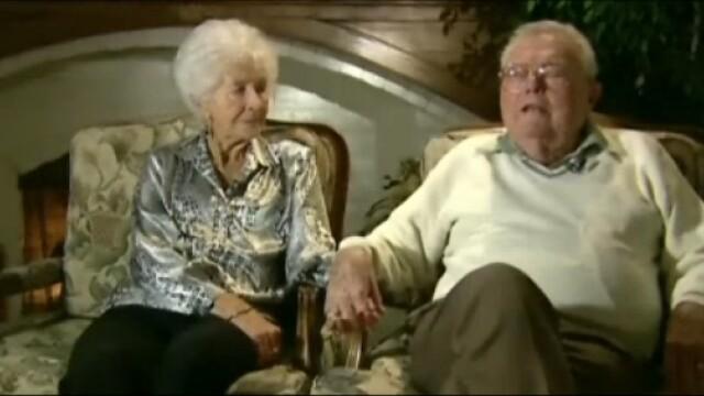 Cu ce s-au trezit la usa doi batrani, dupa 50 de ani: \