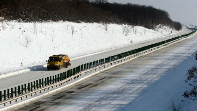 Zonele din Romania paralizate de vant si ninsori: 20 de localitati fara curent si sosele cu polei