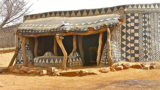 Galerie FOTO. Frumusetea unica a unui sat sarac, uitat de lume in savana africana - Imaginea 2