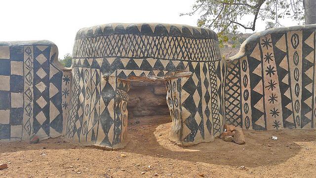 Galerie FOTO. Frumusetea unica a unui sat sarac, uitat de lume in savana africana - Imaginea 5
