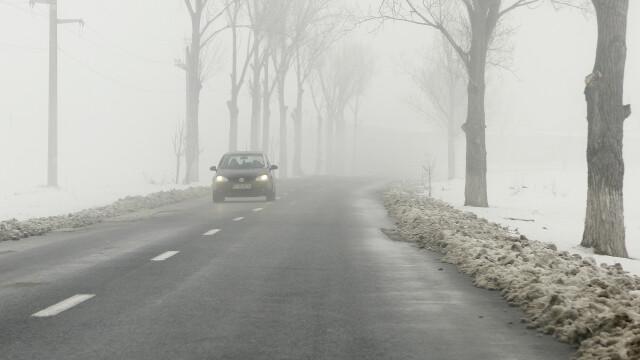 Ceata din sudul tarii i-a incurcat pe soferi si a tinut sute de pasageri blocati in aeroporturi