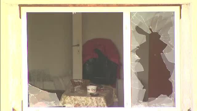 Locatarii unui bloc din Giurgiu, terorizati de un vecin care a amenintat ca va da foc unei butelii