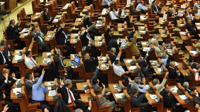 Parlamentarii au adoptat un proiect de modificari la Codul Muncii. Cum poate fi recuperat concediul de odihna restant