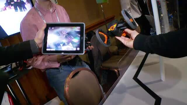 Dronele au invadat CES 2014. Jucarii zburatoare, controlate de telefon sau tableta, capteaza imagini - Imaginea 2