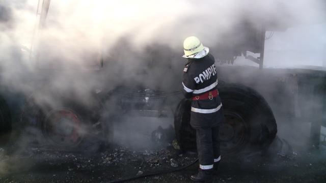 VIDEO! Macara cuprinsa de flacari pe autostrada Timisoara-Lugoj. Cum a reactionat soferul acesteia - Imaginea 5