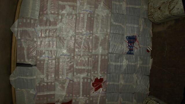Microbuz burdusit cu peste un milion si jumatate de tigarete de contrabanda,