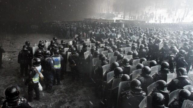 Euromaidan, revolutia care si-a luat numele de la un hashtag de pe internet. Momentele cheie ale celor 3 luni de revolte - Imaginea 8