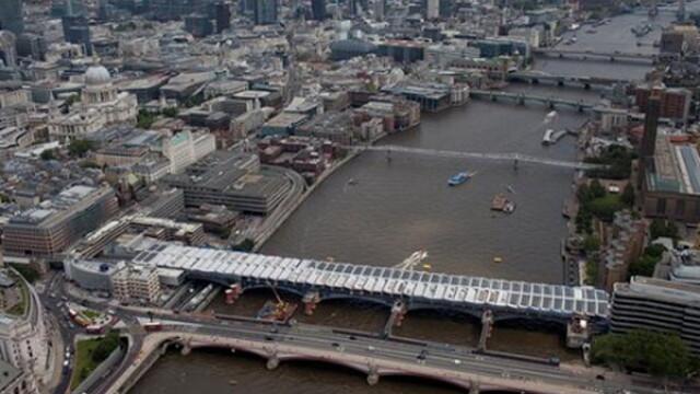 Cum arata cel mai mare pod din lume din cel mai vizitat si scump oras de pe Planeta