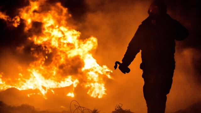Criza din Ucraina. Mii de protestatari au luat cu asalt aseara o cladire ocupata de peste 200 de forte speciale