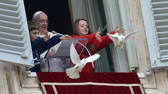 Ce s-a intamplat cu porumbeii eliberati de Papa Francisc in timpul slujbei de duminica de la Vatican - Imaginea 2