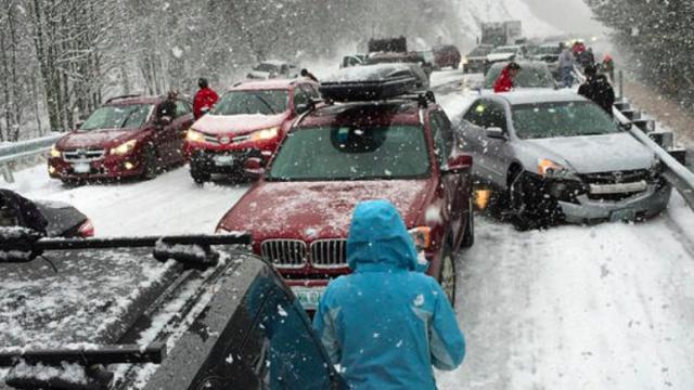 Accident in lant in SUA. Zeci de masini s-au ciocnit in New Hampshire din cauza ninsorii puternice