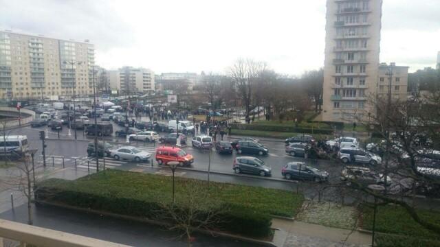 TRAGEDIE IN PARIS. Atacatorul si 4 ostatici, ucisi in asaltul de la supermarket. 4 oameni in stare grava, complicele a fugit - Imaginea 4