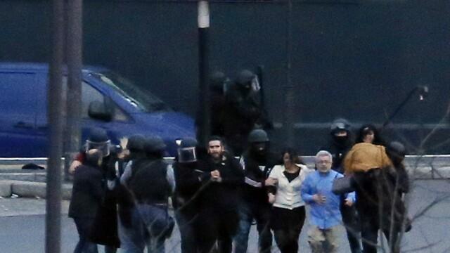 TRAGEDIE IN PARIS. Atacatorul si 4 ostatici, ucisi in asaltul de la supermarket. 4 oameni in stare grava, complicele a fugit - Imaginea 6