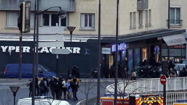 TRAGEDIE IN PARIS. Atacatorul si 4 ostatici, ucisi in asaltul de la supermarket. 4 oameni in stare grava, complicele a fugit - Imaginea 8