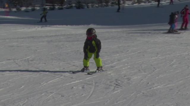 Baby-ski pe partiile de pe Valea Prahovei. Cum invata copiii sa schieze la varsta de doar 2-3 ani