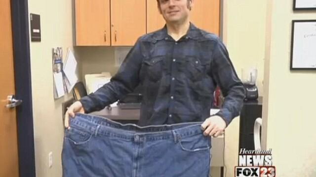 A devenit de nerecunoscut dupa ce a slabit 160 de kilograme. Cea mai mare distractie de acum a profesorului de liceu - Imaginea 7