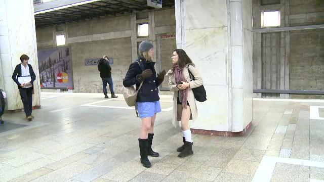 Tinerii din Bucuresti s-au plimbat in lenjerie intima la metrou. Cum au reactionat calatorii mai in varsta - Imaginea 2