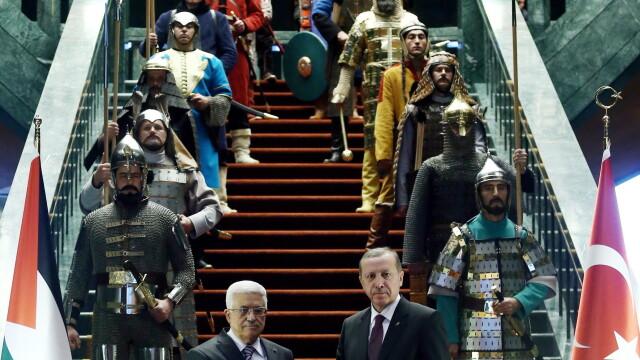 Aceste fotografii nu sunt trucate si nici dintr-un serial turcesc. De ce a aparut presedintele Turciei inconjurat de ieniceri - Imaginea 3
