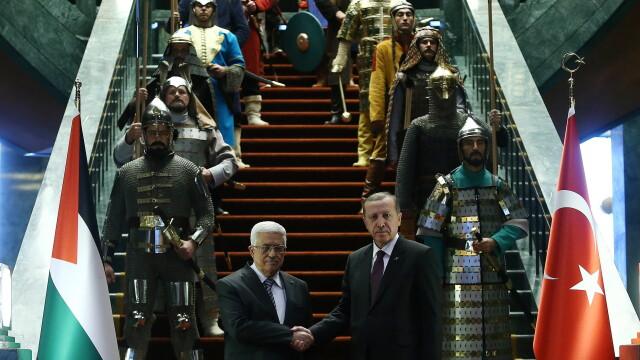 Aceste fotografii nu sunt trucate si nici dintr-un serial turcesc. De ce a aparut presedintele Turciei inconjurat de ieniceri - Imaginea 4