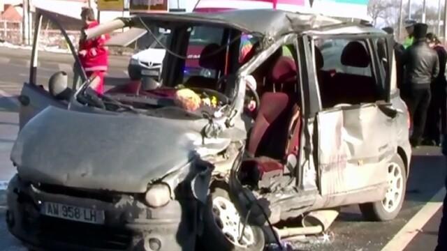 Imagini teribile la Sibiu. Politistii au gasit 3 copii intr-un portbagaj cand au ajuns la locul unui accident rutier grav