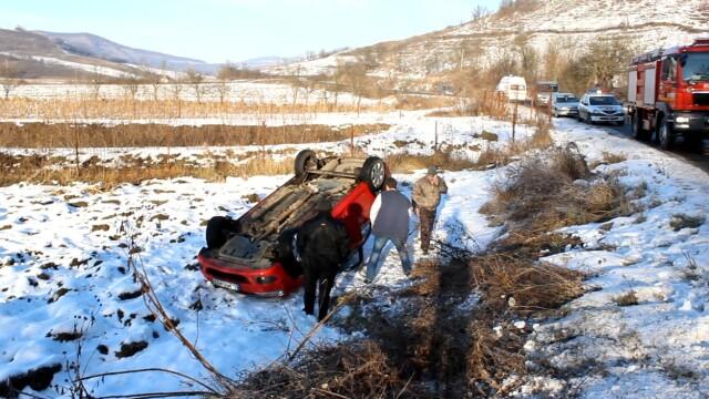 Accident identic la doar trei minute diferenta la iesire din localitatea Nicula - Imaginea 2
