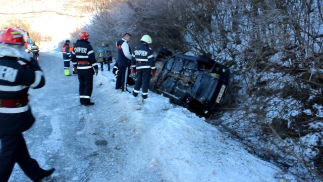 Accident identic la doar trei minute diferenta la iesire din localitatea Nicula - Imaginea 3