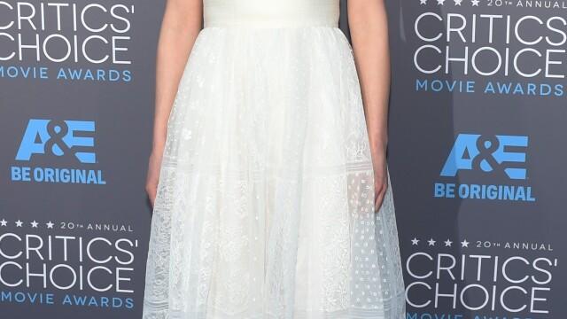 Angelina Jolie si-a eclipsat colegele de breasla la gala Critics Choice Movie Awards. Cum a aparut Jennifer Aniston. FOTO - Imaginea 6