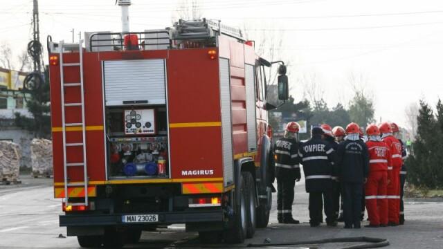 Un autocar plin cu copii a luat foc in Tulcea. Pompierii au stins flacarile si nimeni nu a fost ranit