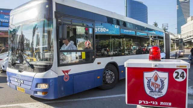 Un palestinian inarmat cu un cutit a ranit mai multe persoane intr-un autobuz din Tel-Aviv. Agresorul a fost arestat