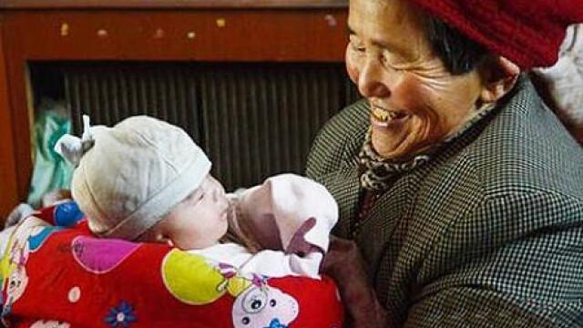 A adoptat si a crescut 39 de copii cu dizabilitati. Cum au inteles autoritatile din China sa isi arate recunostinta