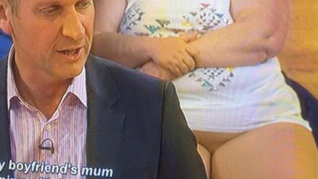 Telespectatorii unei emisiuni britanice, revoltati dupa ce au vazut in public o femeie ce parea dezbracata. VIDEO