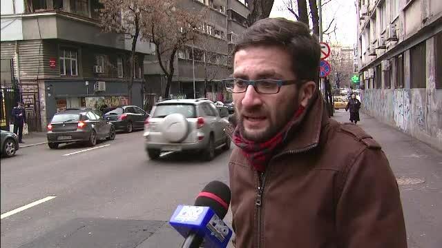 A suferit o ruptura de splina, dupa ce a cazut cu bicicleta intr-o groapa din Bucuresti. Tanarul a dat primaria in judecata
