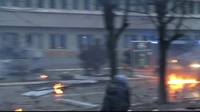 Violente in Kosovo. Peste 80 de manifestanti au fost raniti la protestele violente declansate de o declaratie controversata