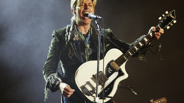 Gestul extrem facut de un japonez cand a auzit ca David Bowie, idolul sau, a murit: \