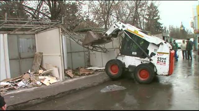 Scandal in Piata Sudului, unde Primaria Sectorului 4 a demolat chioscurile fara autorizatie: \