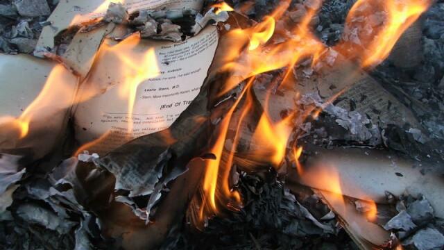 Cartile publicate cu ajutorul Fundatiei Soros, arse intr-o facultate din Rusia. ONG-ul a fost declarat indezirabil
